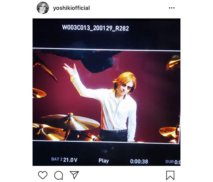 X JAPAN YOSHIKIが華麗なジャケット脱ぎ捨て動画を公開!「凄くカッコイイです」「ずーっと見ていたい」