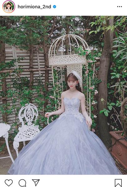 乃木坂46 堀未央奈、青のドレスコーデオフショットを解禁「お嬢様!」「とても素敵でお美しいです」