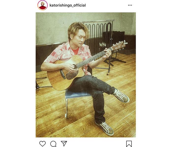 香取慎吾、ギターの練習風景を公開!しかし「指がね痛くて痛くて」