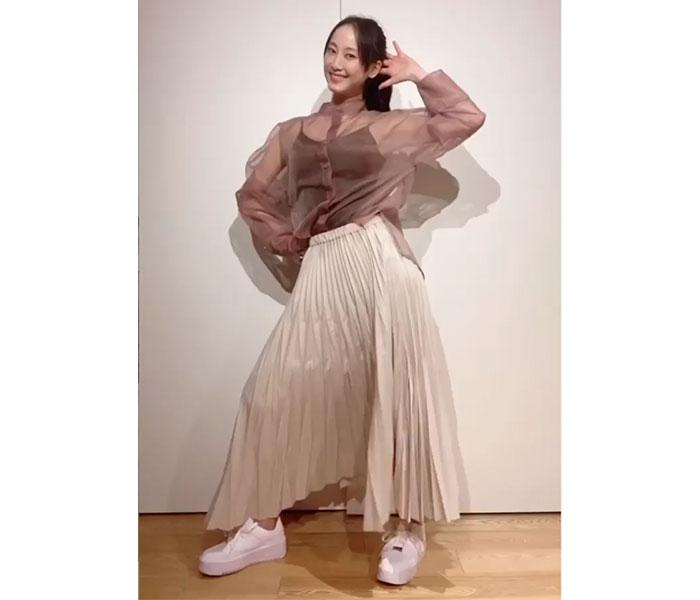 松井玲奈が『ハレ晴レユカイ』を全力ダンス!「まだアイドルでいけますね」「色々とエモさが深すぎる」