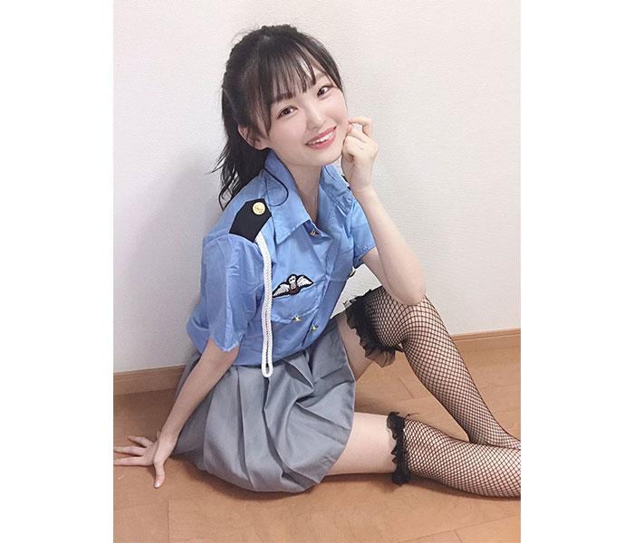 NMB48 新澤菜央、セクシーすぎる網タイツポリス写真にファン悩殺!「どんな取り調べも受けさせていただきます」