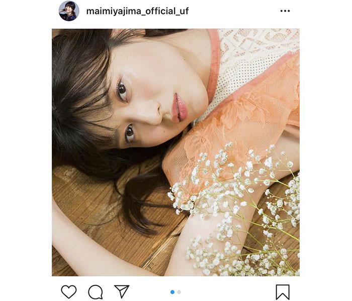 矢島舞美、カレンダーのアザーカットと共にメッセージ「5月も元気に過ごして下さい」