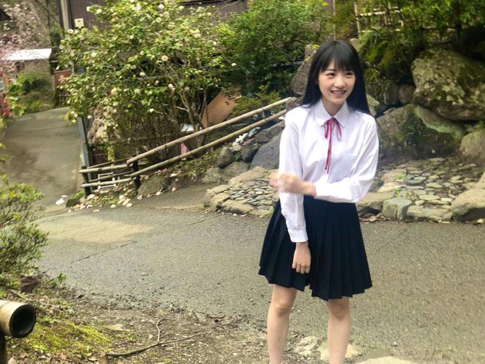 NMB48 横野すみれ、透明感あふれる制服オフショット披露「制服最強やわ」「大優勝」