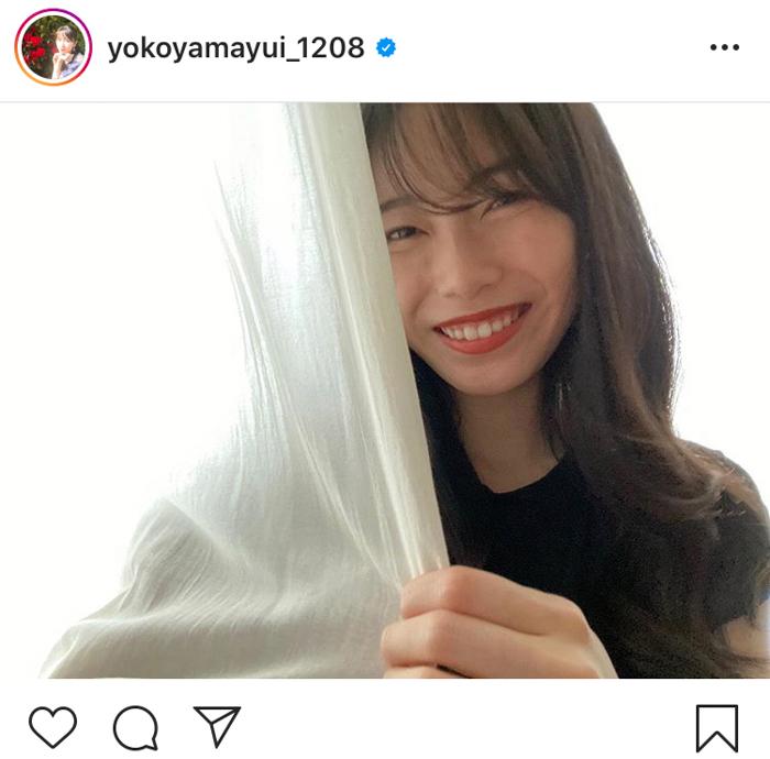 AKB48 横山由依、艶っぽい黒ワンピ大人ショットに反響「ナチュラルにキレイ」「可愛すぎて苦しい」