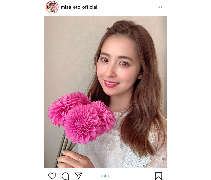 衛藤美彩、ダリアの花言葉が似合う美麗ショットをお届け「お花とみさ先輩お綺麗です」