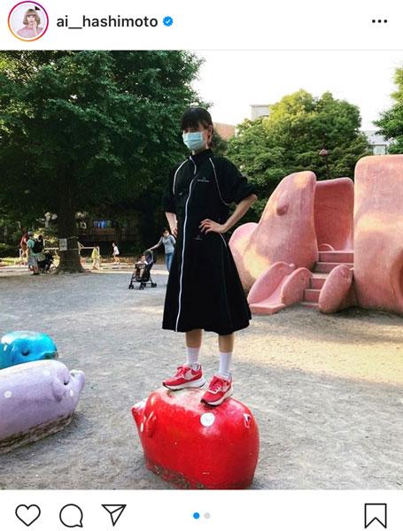 橋本愛、「公園大好き24歳」全力で遊具を楽しむ!