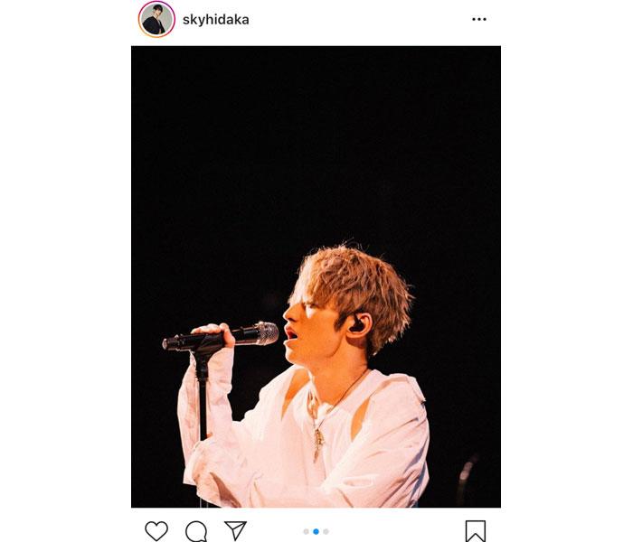 SKY-HI、無観客ライブのステージ写真と共に、「一緒にガンガン上がってこう」と熱いメッセージ