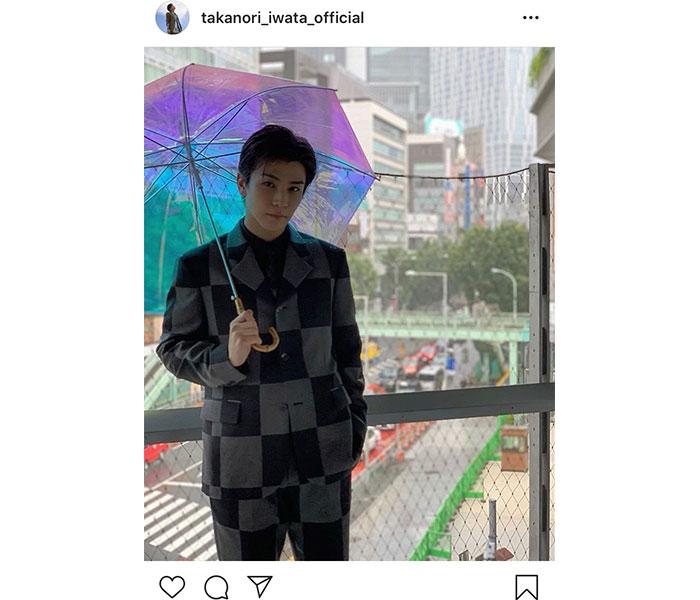 三代目JSB 岩田剛典、雨の中のオフショットに「カコイイ!!」「絵になるわ」と反響