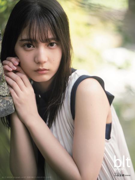 日向坂46 小坂菜緒、圧倒的な美を放つ表紙ビジュアルが解禁!<blt graph.>