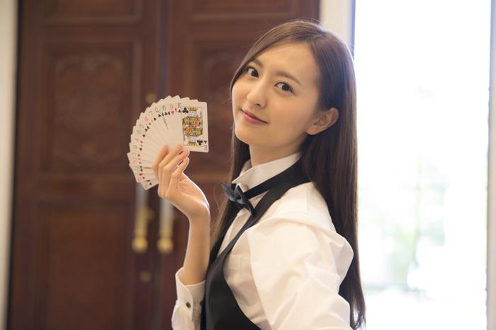 HKT48 森保まどか、幻の美人ディーラー写真を公開!「とんでもない金額を賭けちゃうよ」