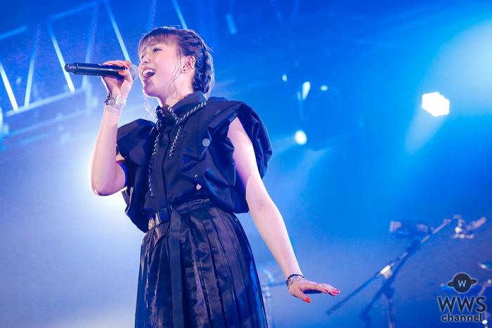 三阪咲、初の無観客ライブで圧倒的歌唱力を見せつける!