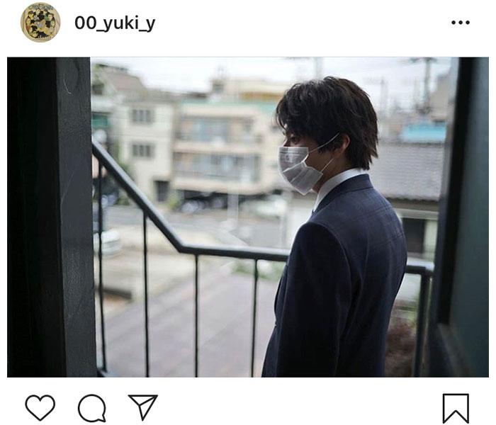 山田裕貴、マスク着用のスーツ姿に反響「横顔きれいすぎるよ」