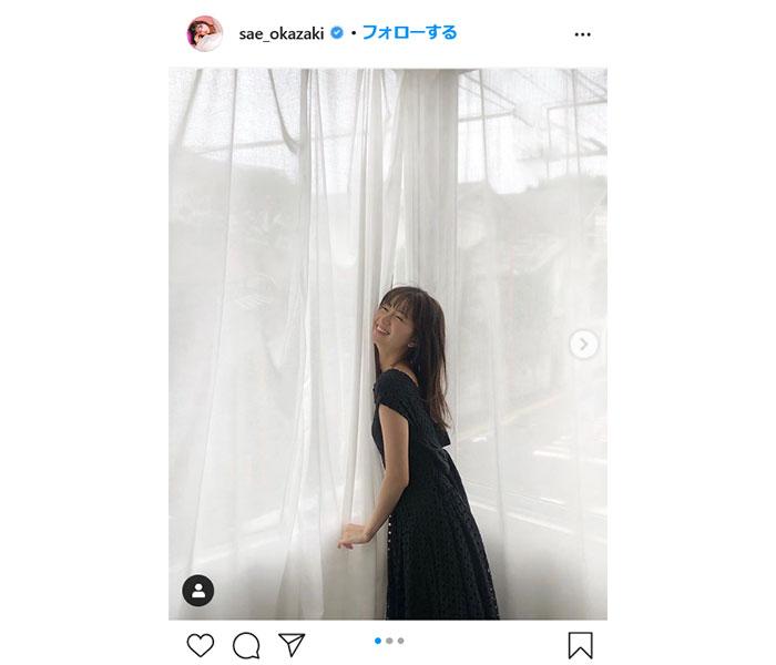 岡崎紗絵、フェミニンなワンピースコーデを披露 「後ろデザインも可愛いんだよ」
