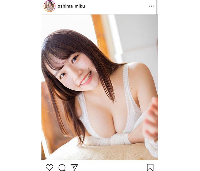 グラビアアイドル・大嶋みく、色白柔らか美バストでモーニングコール!「この笑顔ホント好き!」