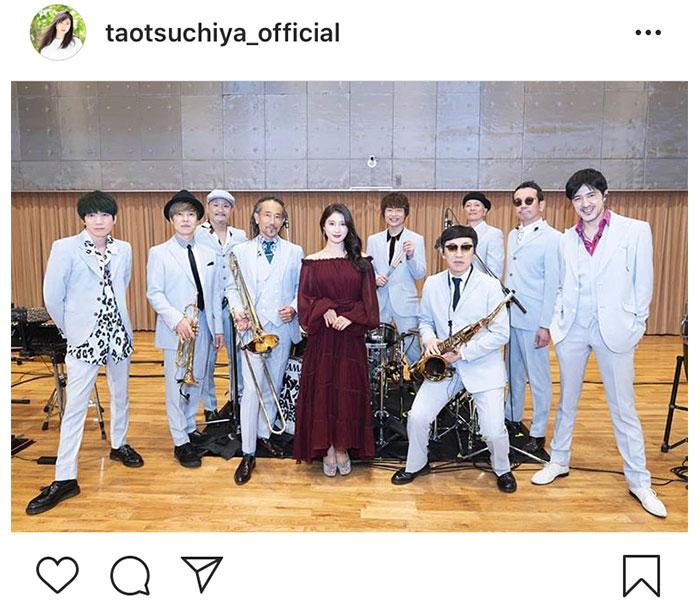 土屋太鳳、スカパラとのコラボ写真に「画がゴージャスだ」と反響!<ズームイン!!SMA!>