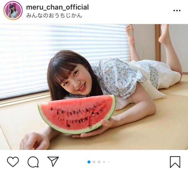 HKT48 田島芽瑠、スイカと畳と扇風機の納涼ショットで暑中見舞い