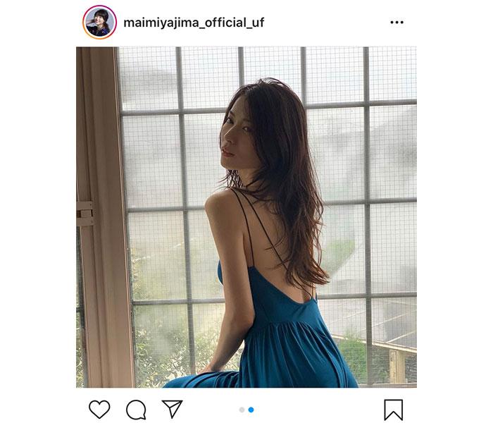矢島舞美、背中ざっくり開きのドレス写真と共に2021年カレンダーの発売を告知「綺麗すぎて涙が出てきました」