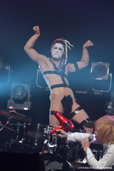 【写真特集】ゴールデンボンバーが「イナズマロック フェス 2020」に最新ライブ映像で参加!