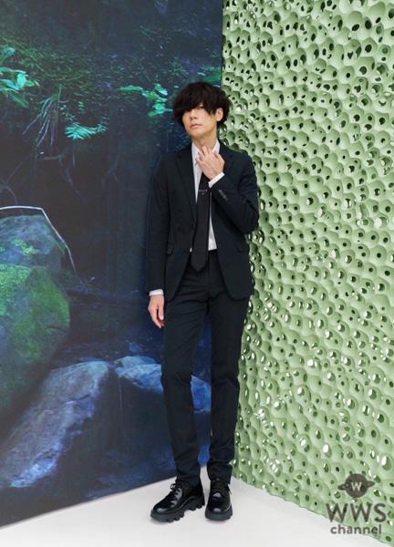 [Alexandros]川上洋平、プラダMiyashita Park店でのスタイリッシュなスーツ姿に称賛の声!