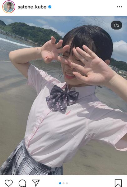 AKB48 久保怜音、夏の海ではしゃぐ制服姿に「可愛い以外言葉が見つからない」