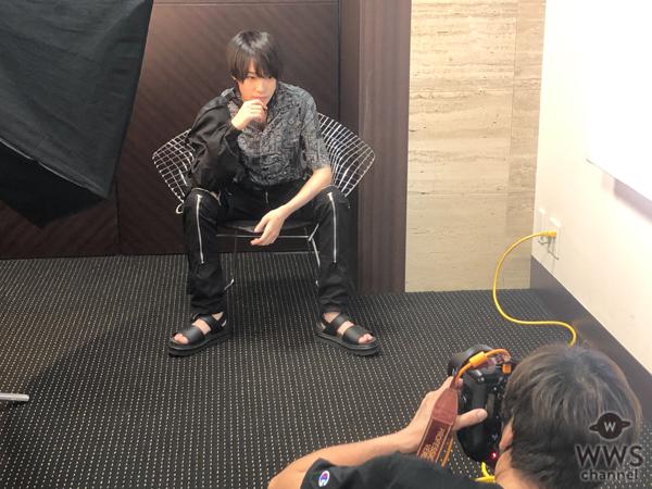 中山咲月、男性タレント誌「メンズユニット」でクールな秋コーデを披露!