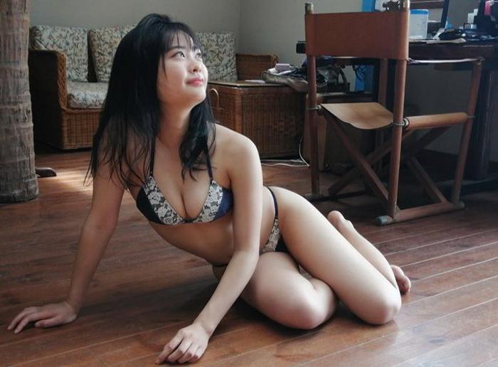 新人女優・西本ヒカルが「週プレ」で初グラビア!「自然と笑顔が溢れた」オフショットも公開