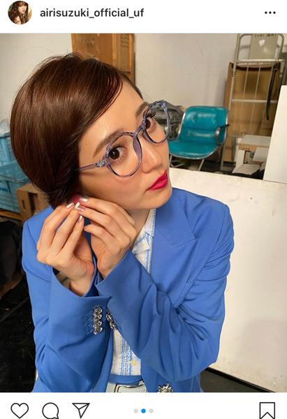 鈴木愛理、レトロなオフィスレディの衣装写真を公開「かわいい」「万能のオシャレ番長」
