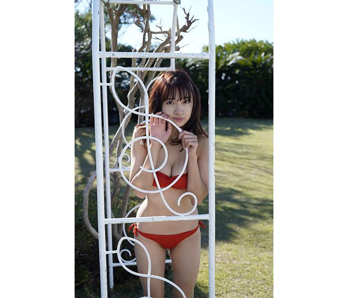 SUPER☆GiRLS 渡邉幸愛、情熱的赤ビキニも披露のデジタル写真集発売!