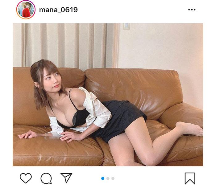 古川真奈美、スーツがはだけた黒ランジェリーショットに反響!「セクシーで可愛くて良い」