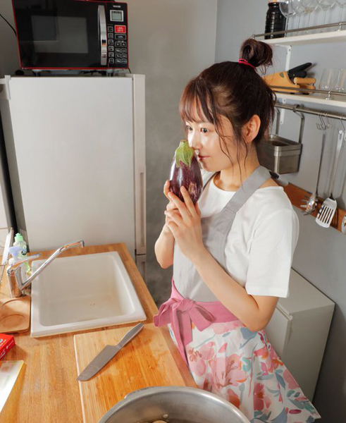SKE48 惣田紗莉渚、笑いのスパイスが効きすぎたコメディ料理動画に反響!「爆発級に笑かしてもらいました」