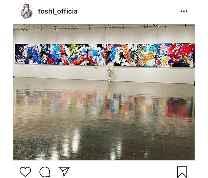 Toshl、自身が描いた龍の作品を前に「我ながらよく描いた」