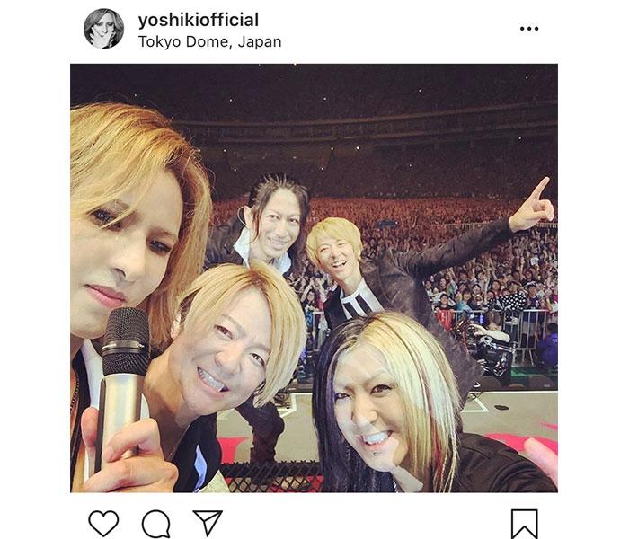 YOSHIKI、東京ドームでGLAYとの集合写真を公開!「この瞬間に立ち会えて幸せでした」