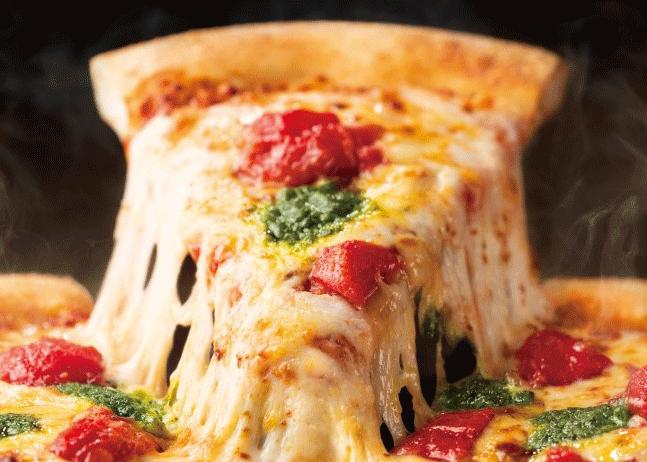 ピザハットからトマトソースのために選んだチーズを採用した新メニュー「グッとこだわり4」発売!
