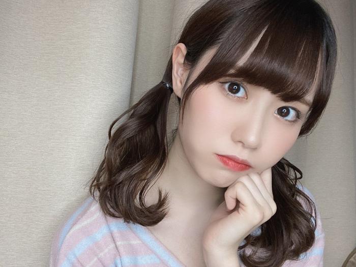 NGT48 西潟茉莉奈、「いいツインテール日」にハーフツインのアレンジ自撮り披露!「最強ツインテールですね」