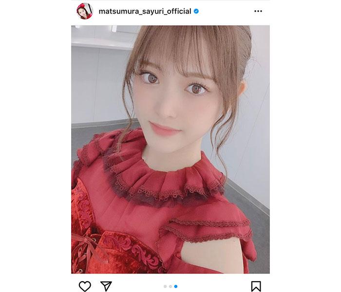 乃木坂46 松村沙友理、膝上赤ドレス風衣装で美脚披露!「圧倒的スタイルとビジュアル」