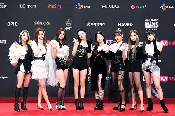 TWICE(트와이스)がMAMAのレッドカーペットに登場!<2020 Mnet ASIAN MUSIC AWARDS>