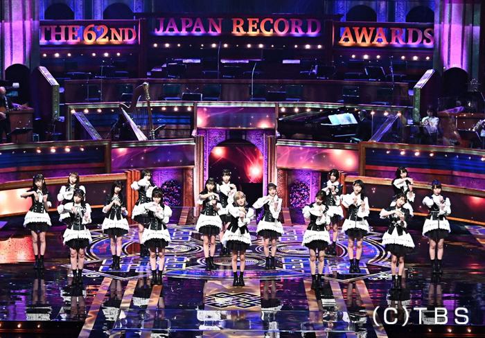 AKB48、ファンとの絆を繋いだ『離れていても』を歌唱<第62回 輝く!日本レコード大賞>