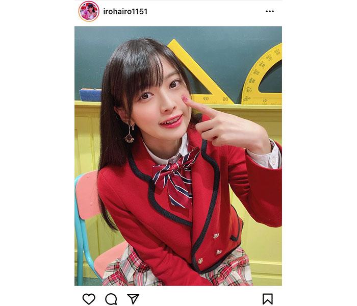 藤田いろは、赤ブレザー&チェック柄の制服ショットに反響!「完全にスクールアイドル」