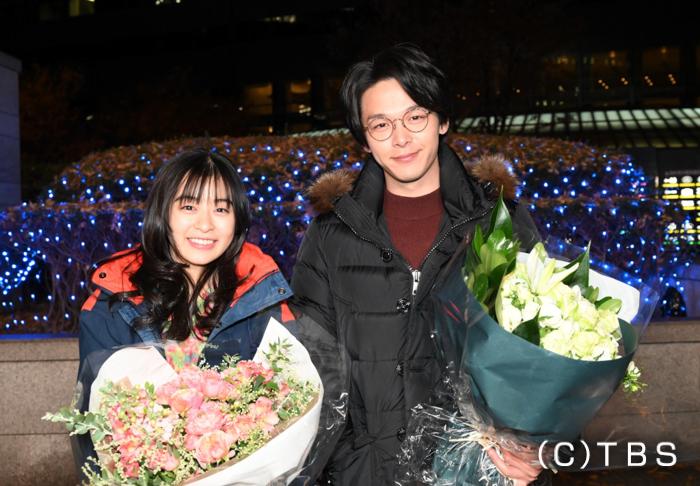 【恋あた】森七菜&中村倫也が笑顔でクランクアップ!「みんなで120%の力を出し切った作品」