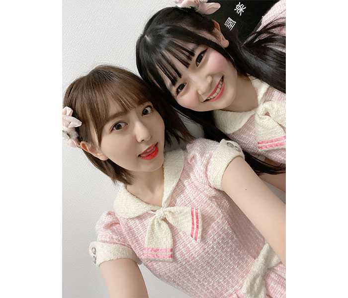 HKT48 森保まどか、『初恋バタフライ』の衣装で石橋颯と2ショット「15歳の子と同じ衣装を着ることになるとは」