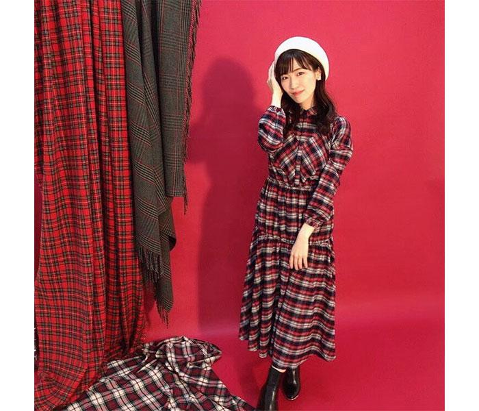 前島亜美、2021年カレンダーのオフショット公開!「どのスタイリングがお好きですか?」