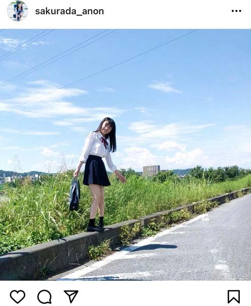 桜田愛音、最後の高校制服姿を披露した写真集オフショットを公開!