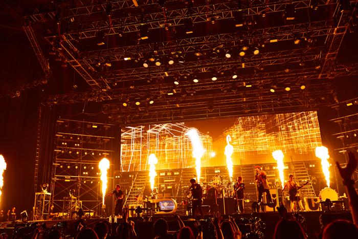 UVERworld、映画『ブレイブ ‐群青戦記-』の主題歌含む新曲満載のアリーナツアーがスタート!