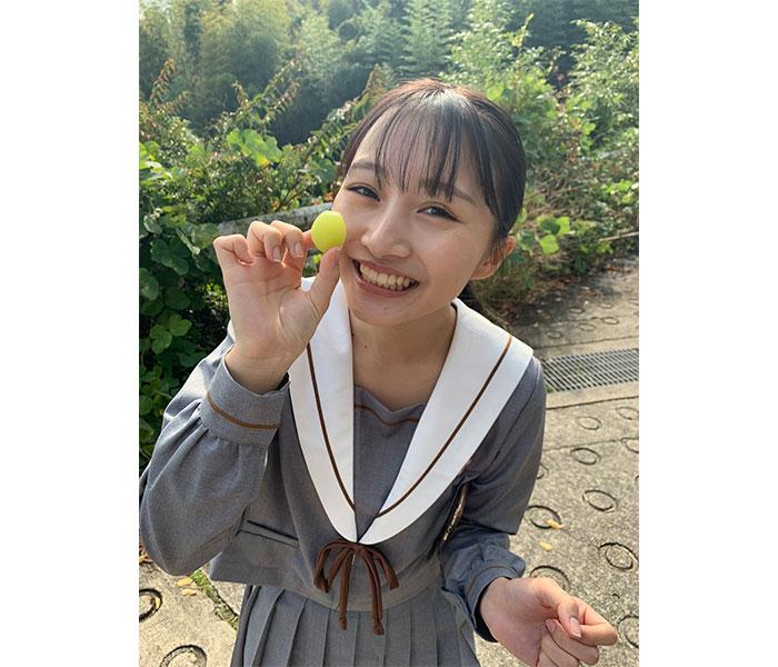 NMB48 山本彩加、制服姿でファンへ「おはよう」をお届け
