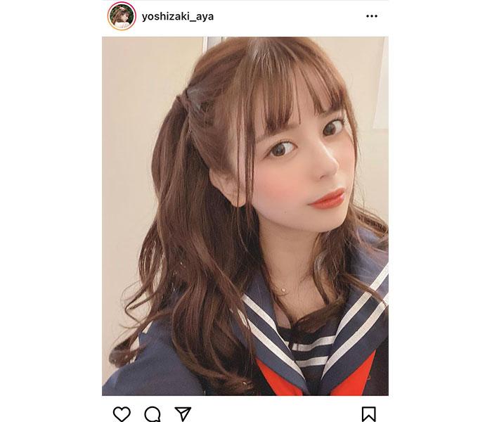 吉崎綾、可愛すぎるハーフツイン&紺セーラー姿に「現役いけますね」