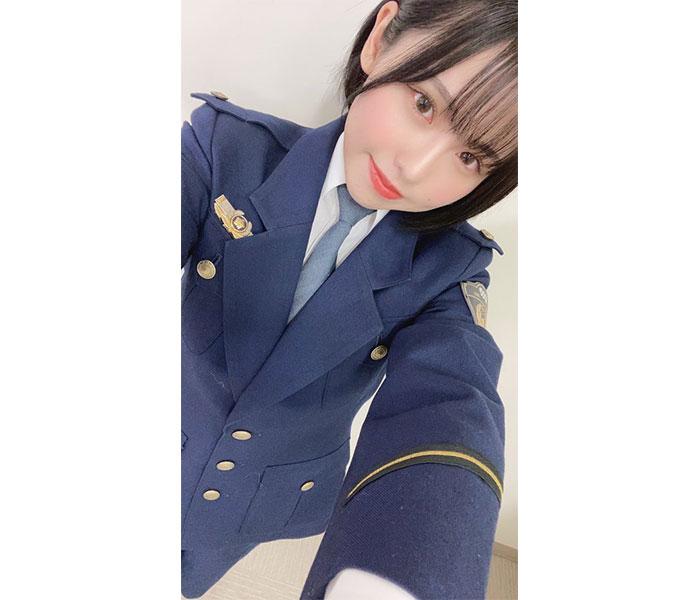 SKE48 佐藤佳穂、「SOS47」委譲式で凛々しい警察制服を披露!「かわい過ぎるので出頭します」