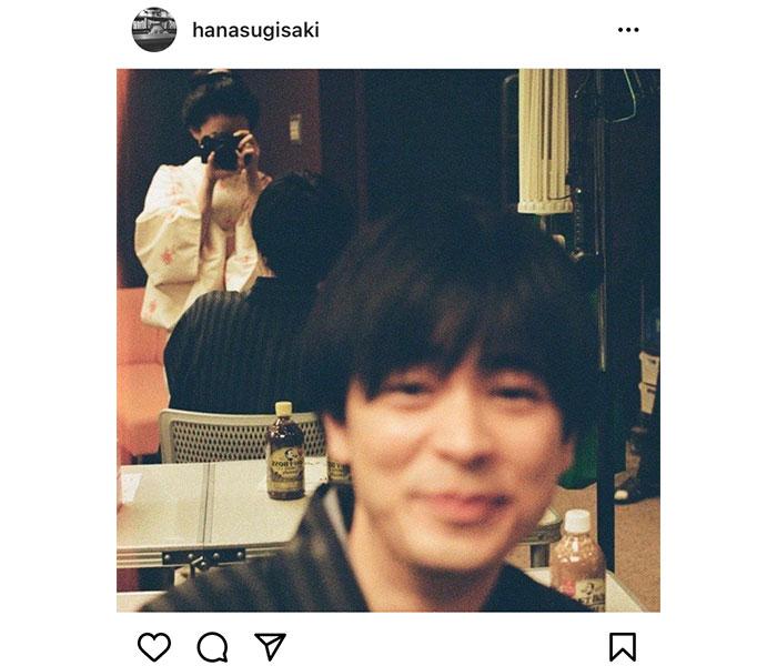 杉咲花、成田凌と鏡越しの仲良し2ショット!「素晴らしい構図」「可愛すぎです」