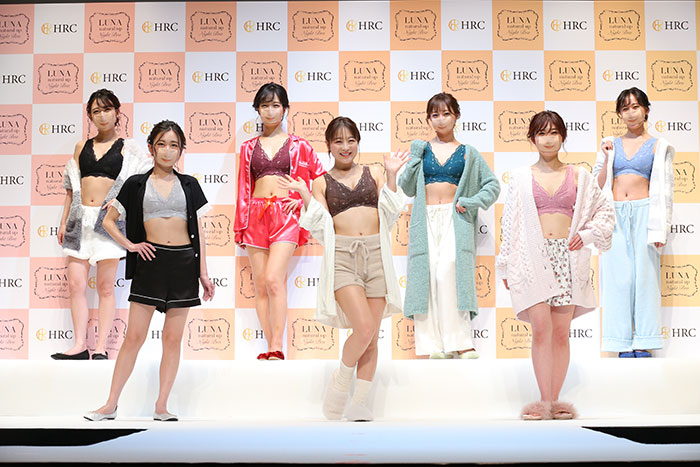 7人の鈴木奈々が7色のLUNAナイトブラで登場! 鈴木奈々もビックリの奈々マスクファッションショー