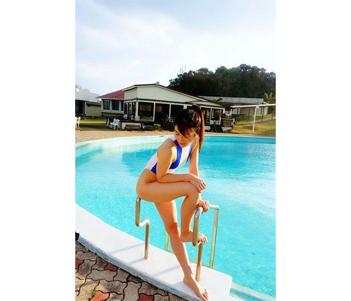江藤彩也香、競泳水着で魅せる美脚ショットに反響!「美、正に 美」