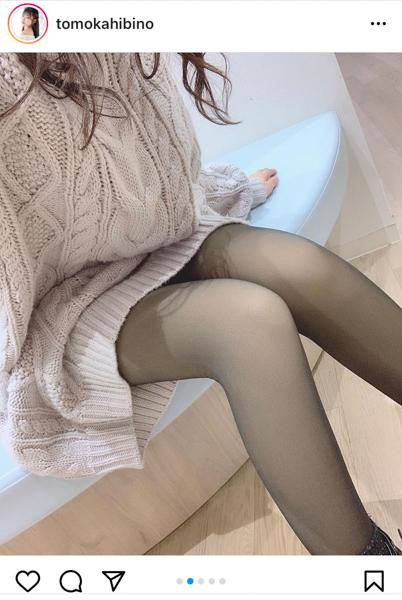 日比野友香、ニットワンピ×黒タイツで魅せる美脚ショット!